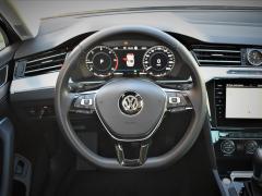 https://autoroyal.es/media/com_expautospro/images/big/turismos_todo_terrenos_y_furgonetas_volkswagen_passat_616081e1debae.JPG